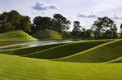 charles jencks 4%5B2%5D De a joaca cu natura. Sculpteaza in pamant si creeaza peisaje poze
