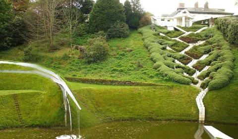 charles jencks 2%5B2%5D De a joaca cu natura. Sculpteaza in pamant si creeaza peisaje poze